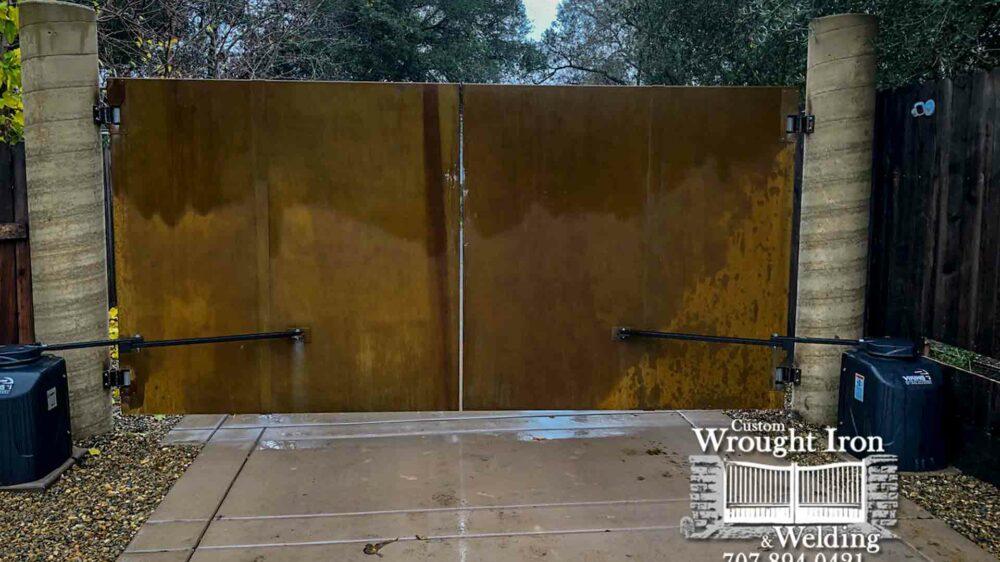 Cloverdale-double-swing-corten-steel-driveway-gate
